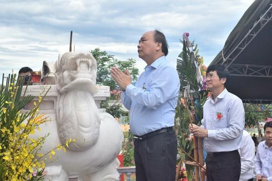총리는 Quang Nam성에 전상병 열사의 날 기념식 참여 - ảnh 1