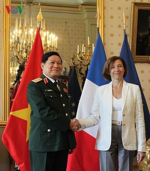 베트남 – 프랑스,  2018 - 2028단계 국방협력 공동비전 선언에 서명 - ảnh 1