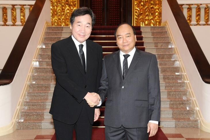 Nguyen Xuan Phuc정부총리, 이낙연 국무총리와 회견 - ảnh 1