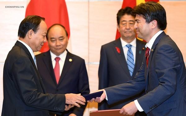 베트남과 일본, 계속 심층적으로 전략 파트너관계 촉진 - ảnh 2