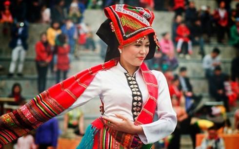 Son La성의 찬란한 전통 여성 의복 - ảnh 1