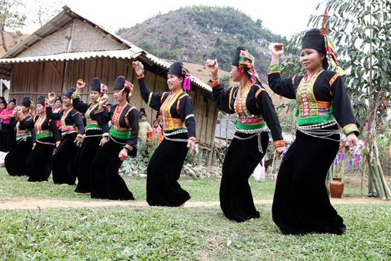Son La성의 찬란한 전통 여성 의복 - ảnh 3