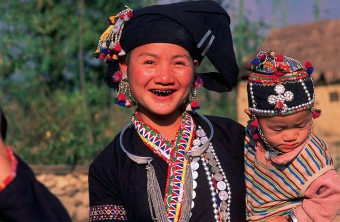 Lu족 여성의 검은색 치아 염색 풍속 - ảnh 1