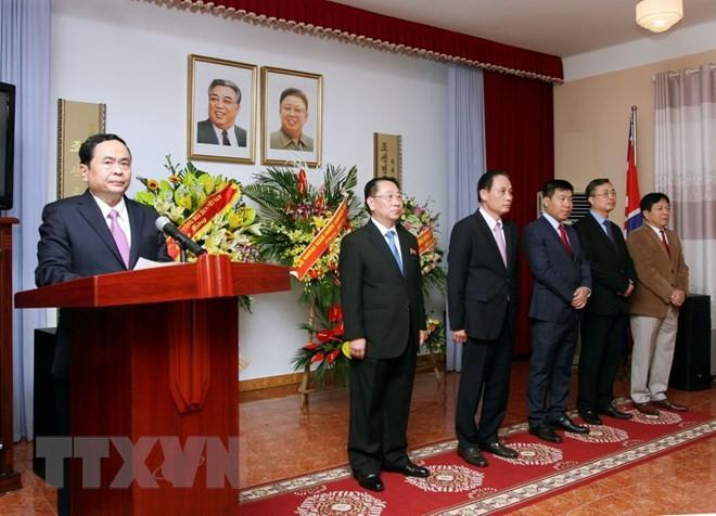 주베 조선 대사관, 김일성 주석 베트남 방문 60주년 기념 만찬 개최 - ảnh 1