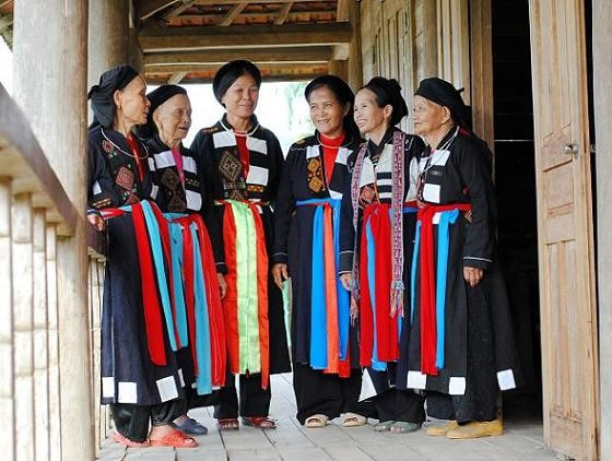 Bac Giang의 까오 란(Cao Lan) 여성의 독특한 전통 의상 - ảnh 1
