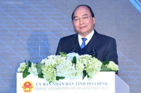 Nguyen Xuan Phuc총리, Hoa Binh성 투자 촉진 회의에 참여 - ảnh 1