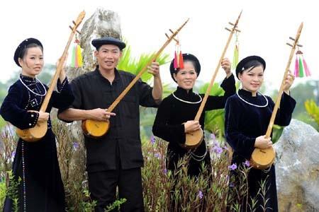 Cao Bang의 Tay족의 전통 현악기 dan tinh 제작 공예 - ảnh 1