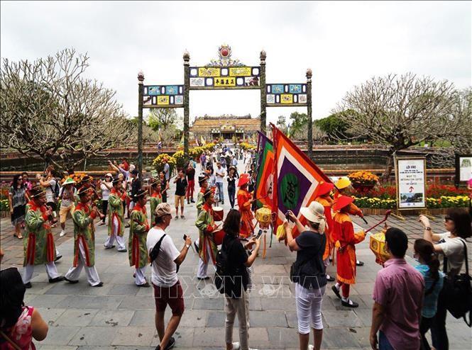 후에 유산유적지, 설날 연휴에 50,000명 이상 해외관광객 방문 - ảnh 1