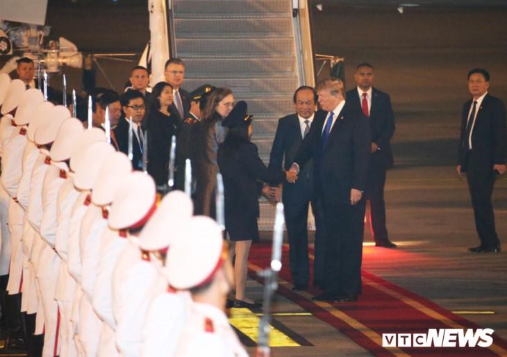 도날드 트럼프 대통령, 하노이 도착 - ảnh 1