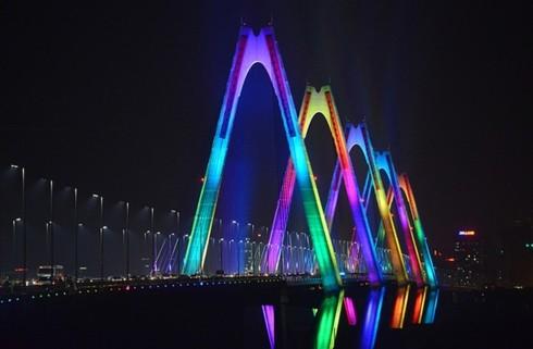 """베트남에서 """"파란 빛을 밝혀요"""" 전세계 캠페인 진행 - ảnh 1"""