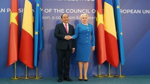 응우옌 쑤언 푹 (Nguyễn Xuân Phúc) 총리, 루마니아 지도자들과 회견 - ảnh 1
