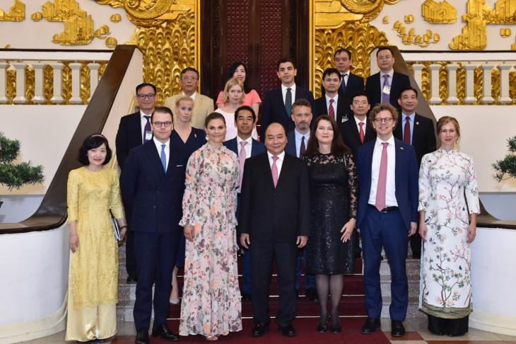 응우옌 쑤언 푹 (Nguyễn Xuân Phúc) 총리, 미국 재무부 전 장관 및 스웨덴 왕세녀 접견 - ảnh 2