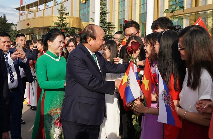 러시아 모스크바에서  응우옌 쑤언 푹 (Nguyễn Xuân Phúc) 총리 공식 환영식 - ảnh 2