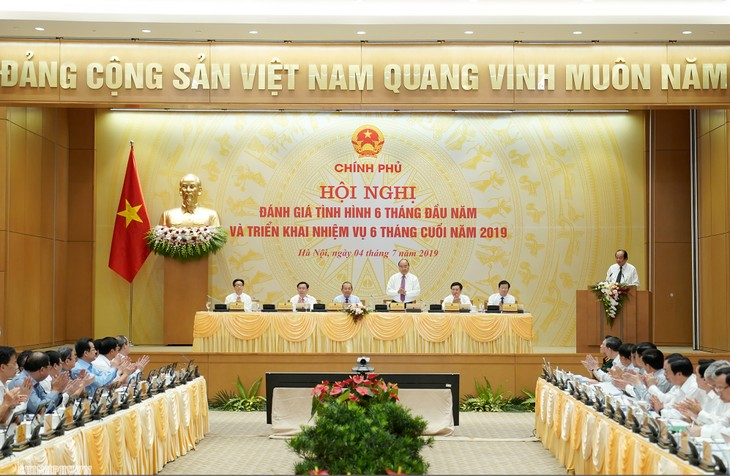 응우옌 쑤언 푹 (Nguyễn Xuân Phúc) 총리, 2019년6월 정부 정기 회의 주재 - ảnh 1