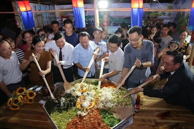 각 지방의 특징적 음식 문화의 독특성 및 정수 홍보 - ảnh 1