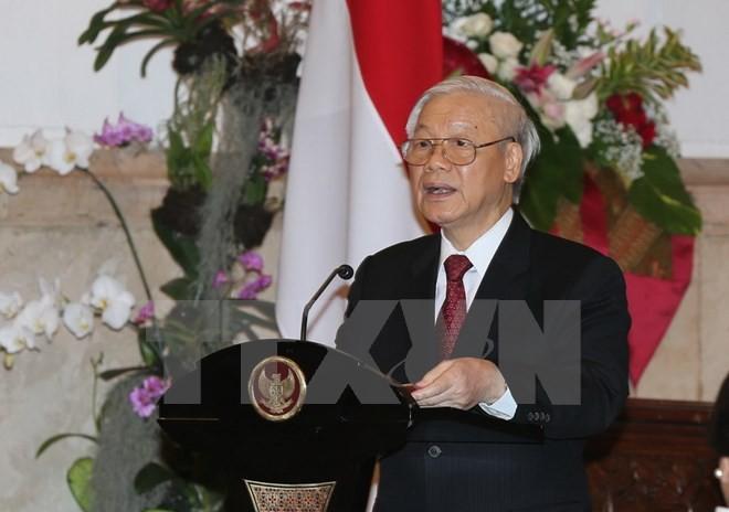 Nguyen Phu Trong visite le Centre d'études stratégiques et internationales - ảnh 1