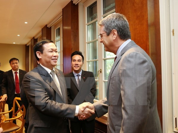 Vuong Dinh Hue rencontre des dirigeants de l'OMC - ảnh 1