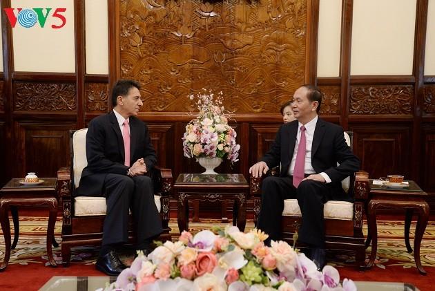 Tran Dai Quang reçoit les nouveaux ambassadeurs - ảnh 2