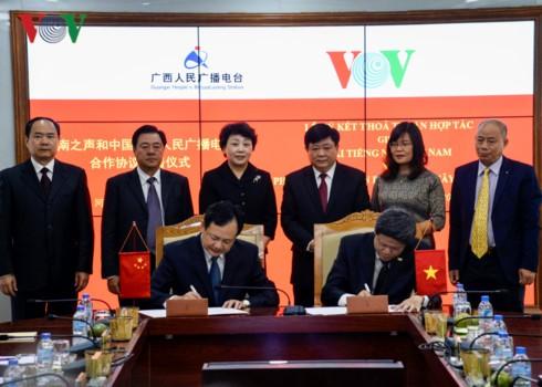 Intensifier la coopération entre la VOV et la radio populaire du Guangxi - ảnh 1