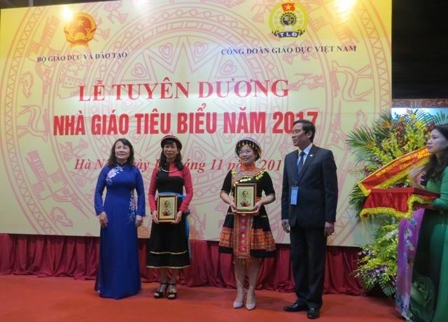 La journée des enseignants célébrée au Vietnam - ảnh 1