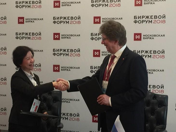Le HNX signe la convention de coopération avec le Moscow Exchange - ảnh 1