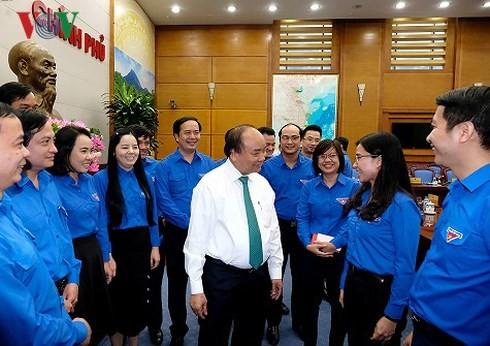Le Premier ministre travaille avec l'Union de la Jeunesse communiste Hô Chi Minh - ảnh 1