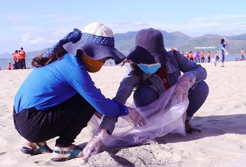 Lancement de la campagne «Nettoyons la mer» 2018 - ảnh 1