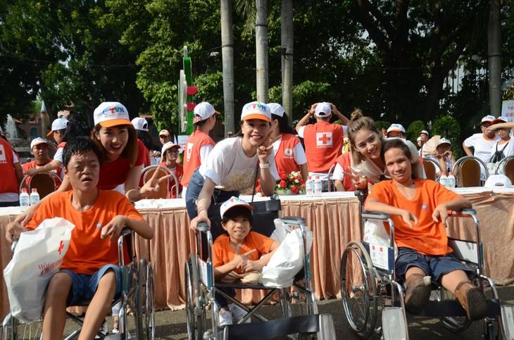 Marche pour les victimes de la dioxine et les handicapés à Hô Chi Minh-ville - ảnh 1