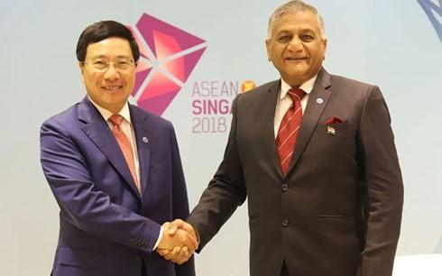 Pham Binh Minh rencontre le ministre d'état indien aux Affaires étrangères  - ảnh 1