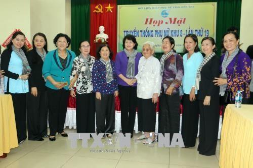 Dang Thi Ngoc Thinh à la rencontre des femmes de la 8e zone - ảnh 1