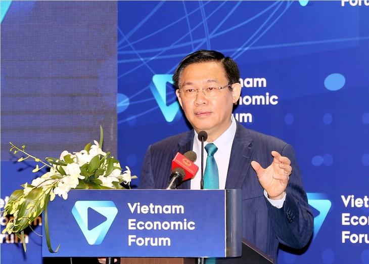 Vuong Dinh Huê au forum sur le marché des capitaux et des finances - ảnh 1
