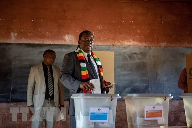Zimbabwe: Emmerson Mnangagwa conserve le fauteuil présidentiel - ảnh 1