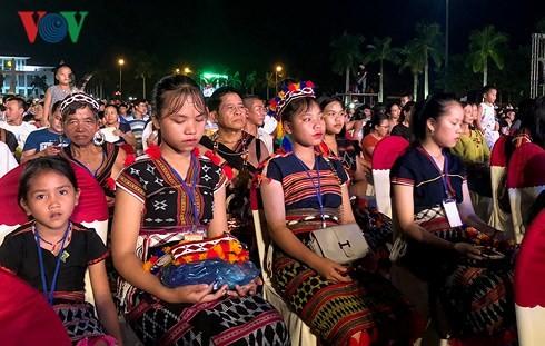 Valoriser l'identité culturelle des minorités ethniques de la région du Centre - ảnh 3