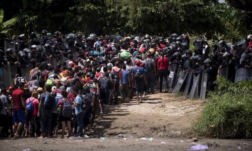 Migrants: Trump durcit les conditions d'asile pour les clandestins - ảnh 1