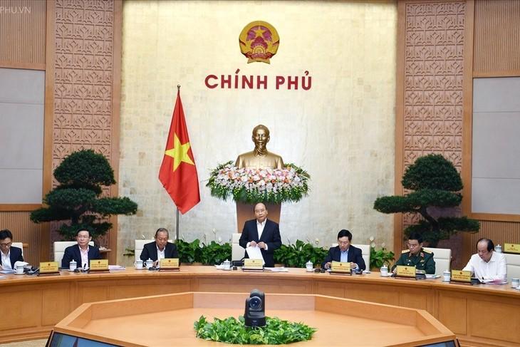 Le PM Nguyên Xuân Phuc préside la réunion du gouvernement de novembre - ảnh 1