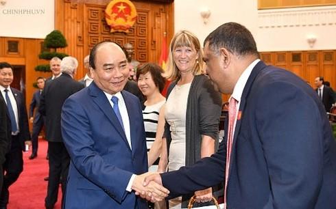 Nguyên Xuân Phuc rencontre des professionnels étrangers du tourisme  - ảnh 1