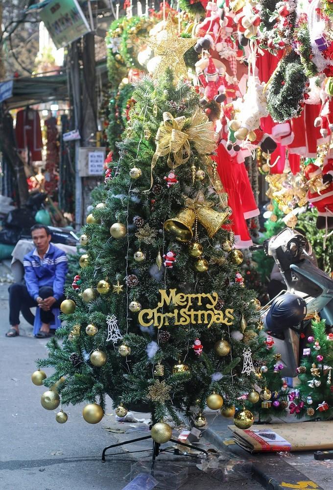 Achats de Noël: les marchandises vietnamiennes ont la côte - ảnh 2