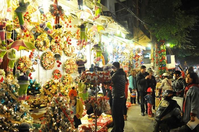 Hanoi brille de mille feux à l'approche de Noël - ảnh 1