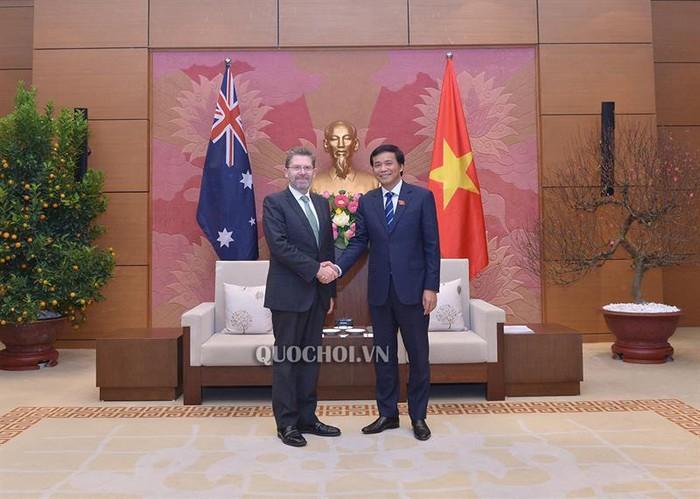 Le président du Sénat australien rencontre le secrétaire général de l'Assemblée nationale vietnamienne - ảnh 1