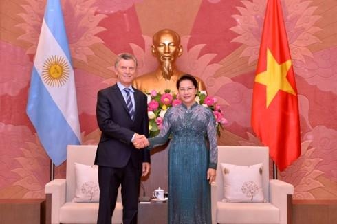 La présidente de l'Assemblée nationale vietnamienne rencontre le président argentin - ảnh 1