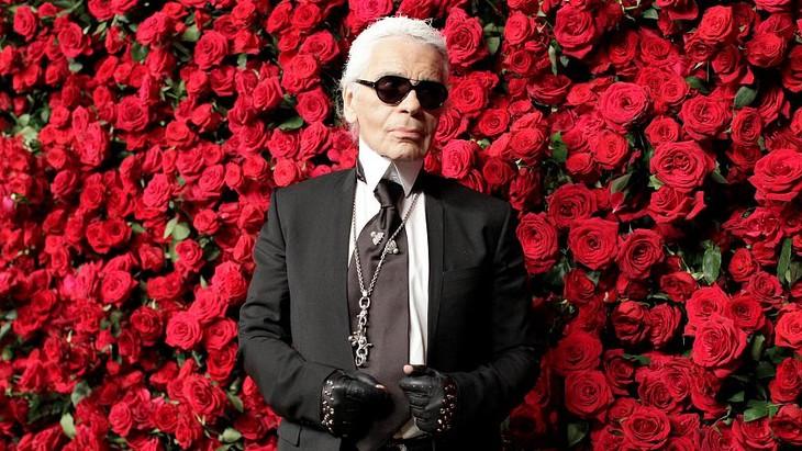 Lunettes noires sur la mode: Karl Lagerfeld est mort - ảnh 2