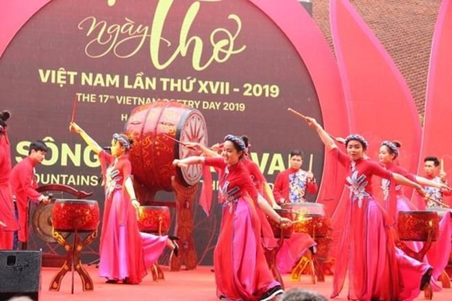 La 17e Journée de la poésie du Vietnam promulgue l'image du Vietnam  - ảnh 1