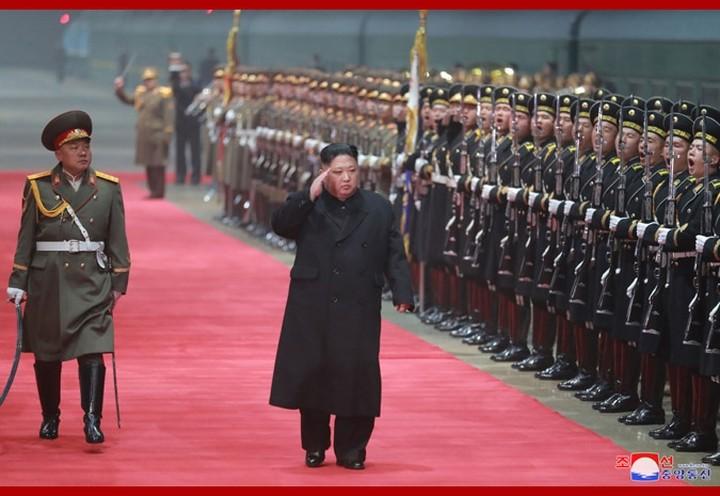Retour de Kim Jong-un à Pyongyang après son déplacement au Vietnam - ảnh 1