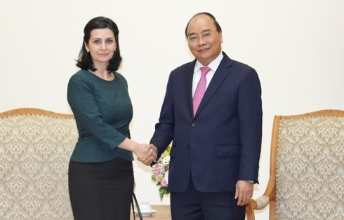 Le Premier ministre reçoit les ambassadrices bulgare et uruguayenne - ảnh 1