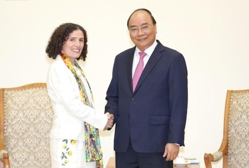 Le Premier ministre reçoit les ambassadrices bulgare et uruguayenne - ảnh 2
