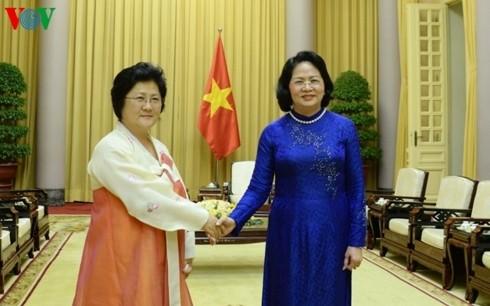 Dang Thi Ngoc Thinh reçoit la vice-présidente de l'Association d'amitié RPDC - Vietnam - ảnh 1