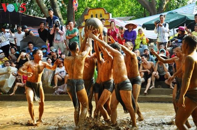 Les fêtes villageoises, espace culturel de la civilisation de la riziculture aquatique - ảnh 3