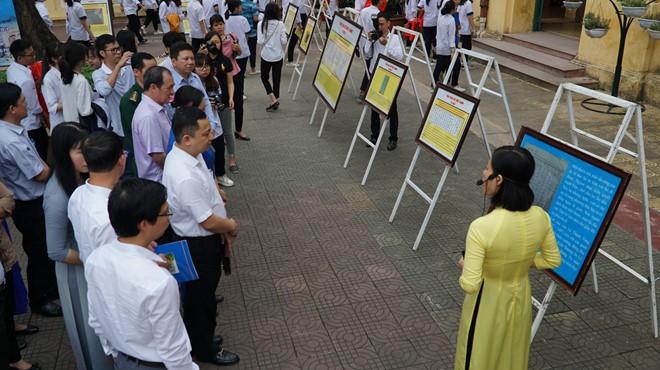Exposition sur Truong Sa et Hoàng Sa à Hoa Binh - ảnh 1