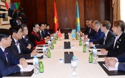 Nguyên Thi Kim Ngân rencontre le président du Majilis - ảnh 1