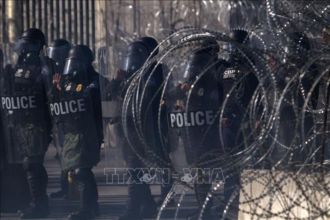 L'armée américaine s'attend à être encore sollicitée à la frontière mexicaine - ảnh 1
